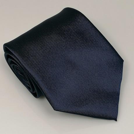Sötétkék széles nyakkendő