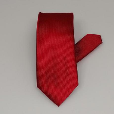 Piros keskeny nyakkendő